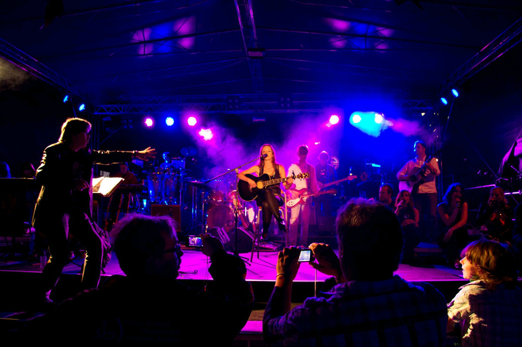 Julie Wnuk & Live-Band